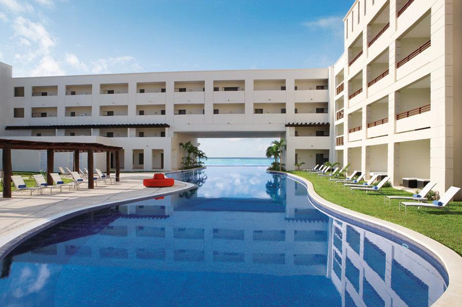 Secrets Silversands Riviera Cancun - Infinity Pool <br/>Image from Leonardo
