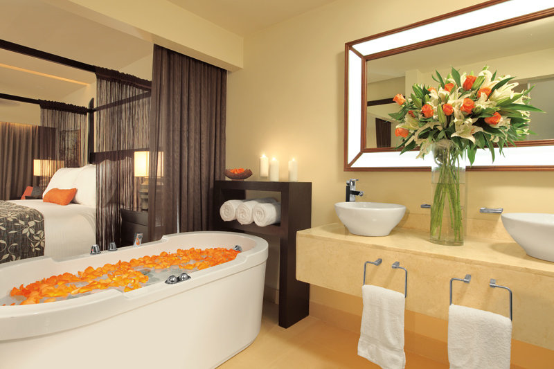 Secrets St. James Montego Bay - Junior Suite Bathroom <br/>Image from Leonardo