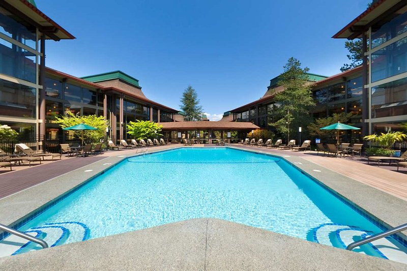 DoubleTree by Hilton Hotel Seattle Airport-Pool<br/>Image from Leonardo