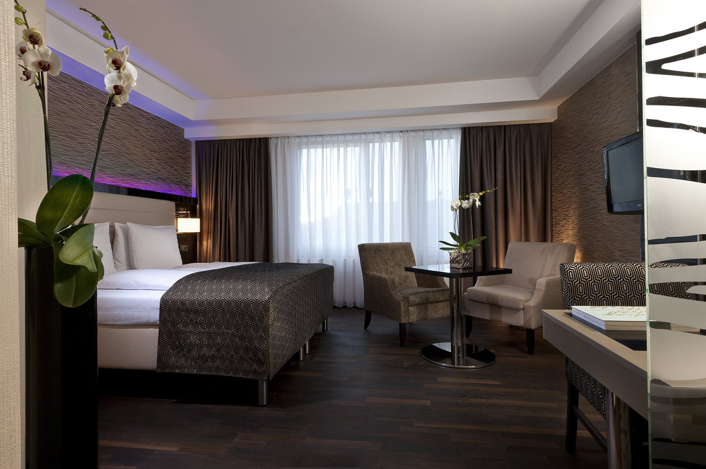 Hotel Palace Berlin - Club Floor Guest Room <br/>Image from Leonardo