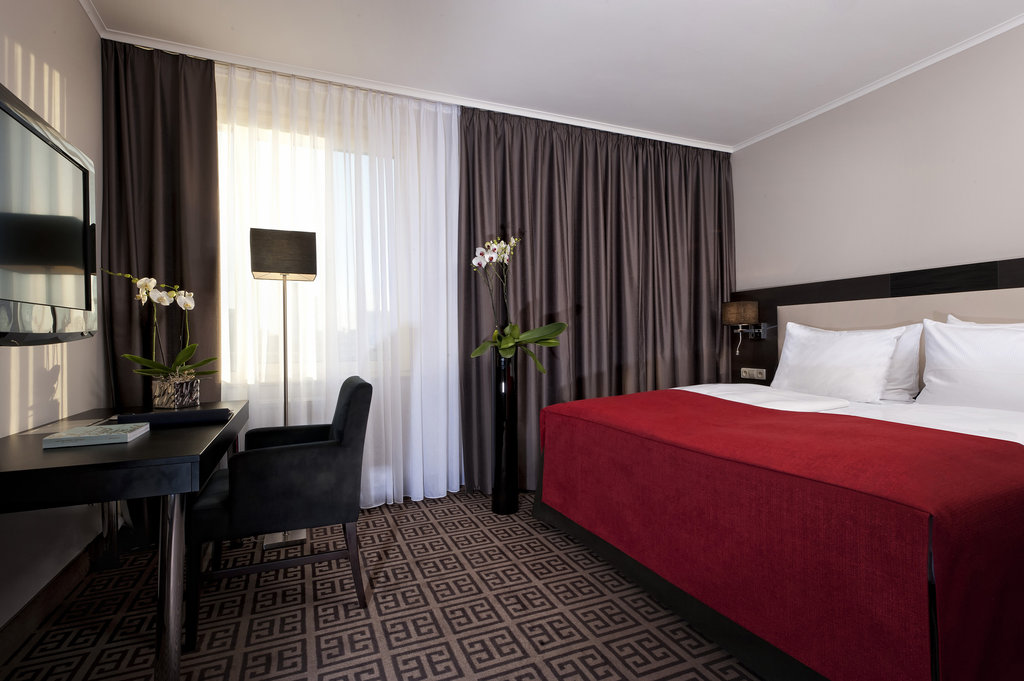Hotel Palace Berlin - Business Guest Room <br/>Image from Leonardo