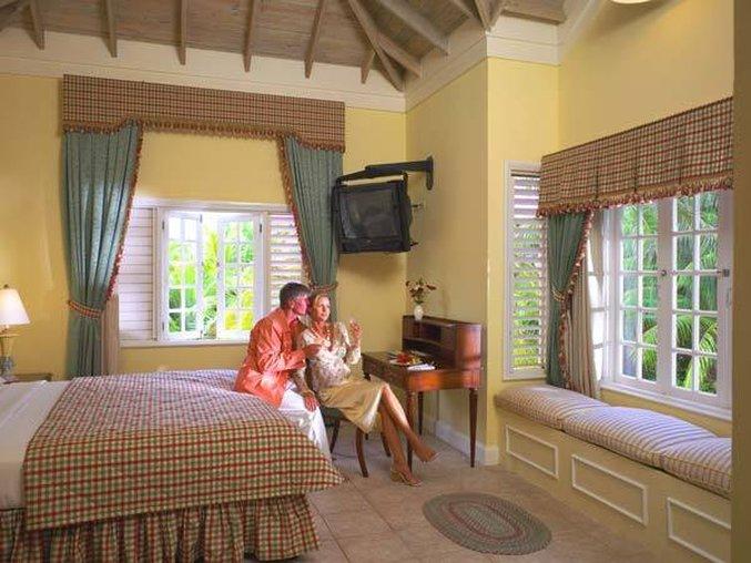 Melia Braco Village - Grand Lido Braco Au Natural Suite Bedroom <br/>Image from Leonardo