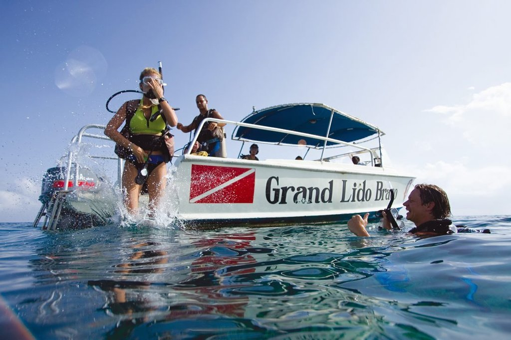 Melia Braco Village - Grand Lido Braco Dive Boat <br/>Image from Leonardo