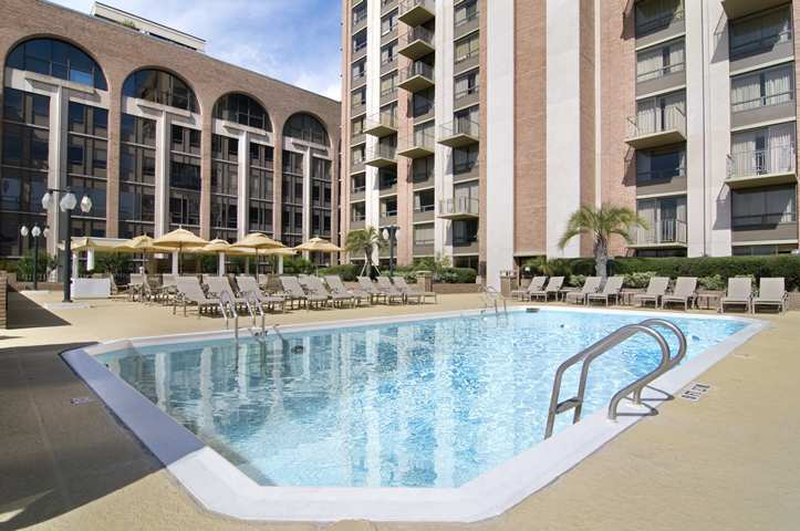 Hilton Savannah Desoto-Outdoor pool<br/>Image from Leonardo