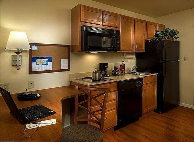 Candlewood Suites Portland Airport-Suite<br/>Image from Leonardo