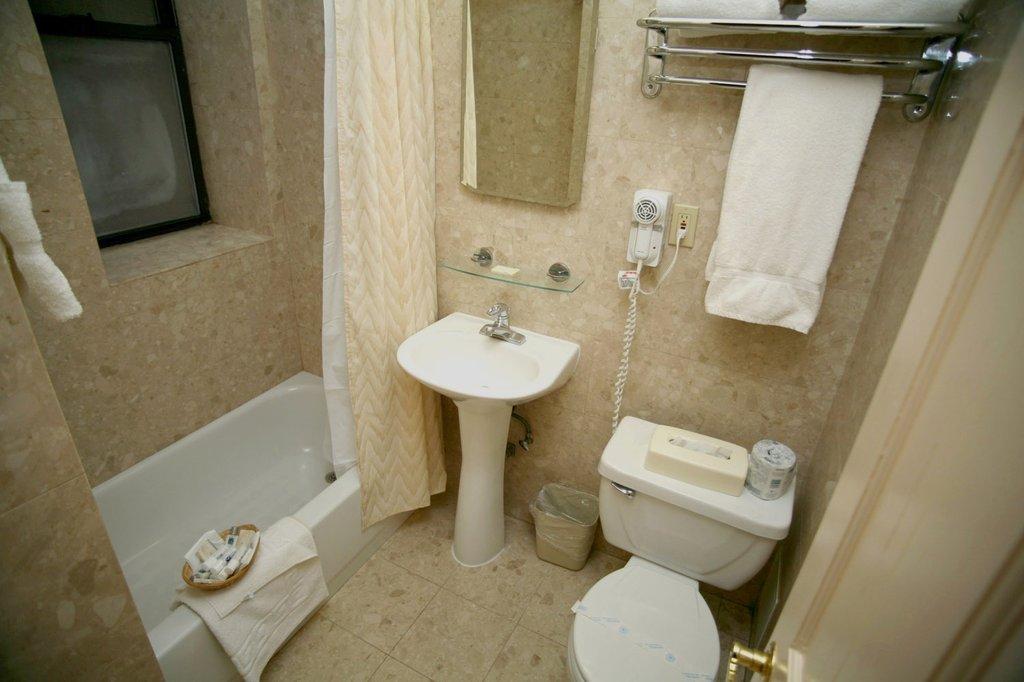 Radio City Apartments-Bathroom<br/>Image from Leonardo