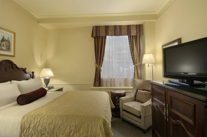 Fairmont Le Chateau Frontenac-Moderate room<br/>Image from Leonardo