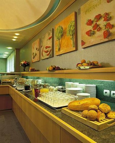 Electra Hotel - Buffet <br/>Image from Leonardo