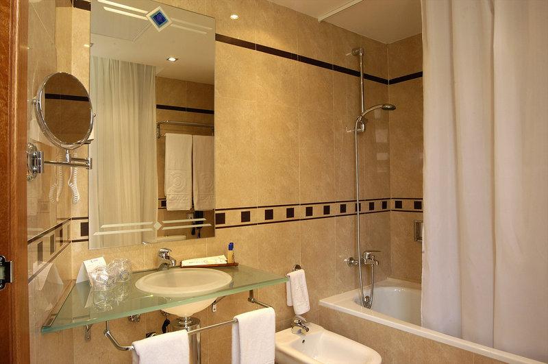 Evenia Rocafort-Bathroom<br/>Image from Leonardo