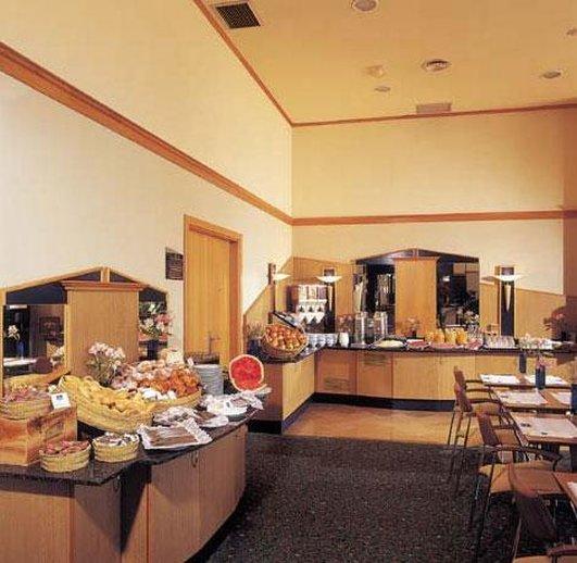Holiday Inn Express Valencia Ciudad las Ciencias-Buffet<br/>Image from Leonardo