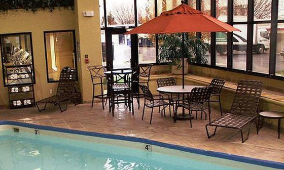 Holiday Inn Express & Suites Indianapolis - East-Pool<br/>Image from Leonardo