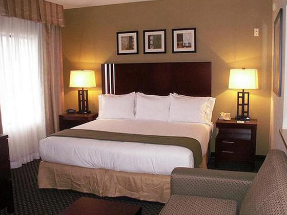 Holiday Inn Express & Suites Indianapolis - East-Guest Room<br/>Image from Leonardo