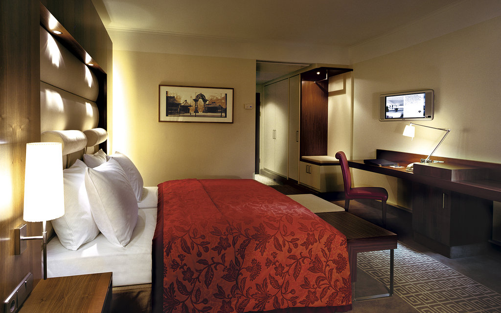 Hotel Palace Berlin - Business Deluxe Room <br/>Image from Leonardo