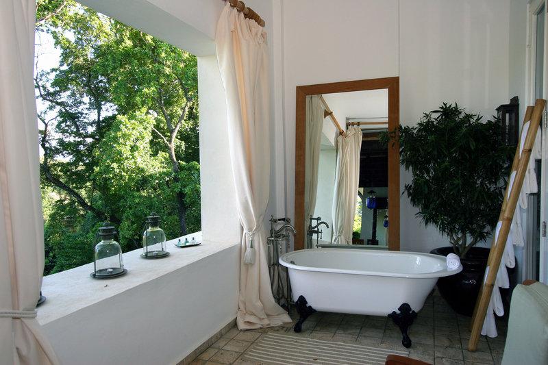Casa Colonial Beach & Spa-Presidential Suite Terrace Private Bath<br/>Image from Leonardo