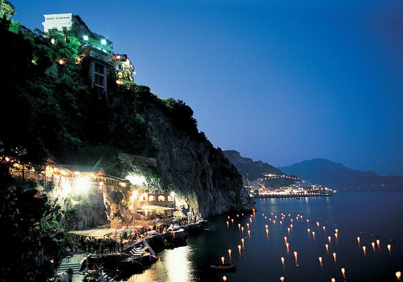 Santa Caterina Hotel-Exterior by night<br/>Image from Leonardo