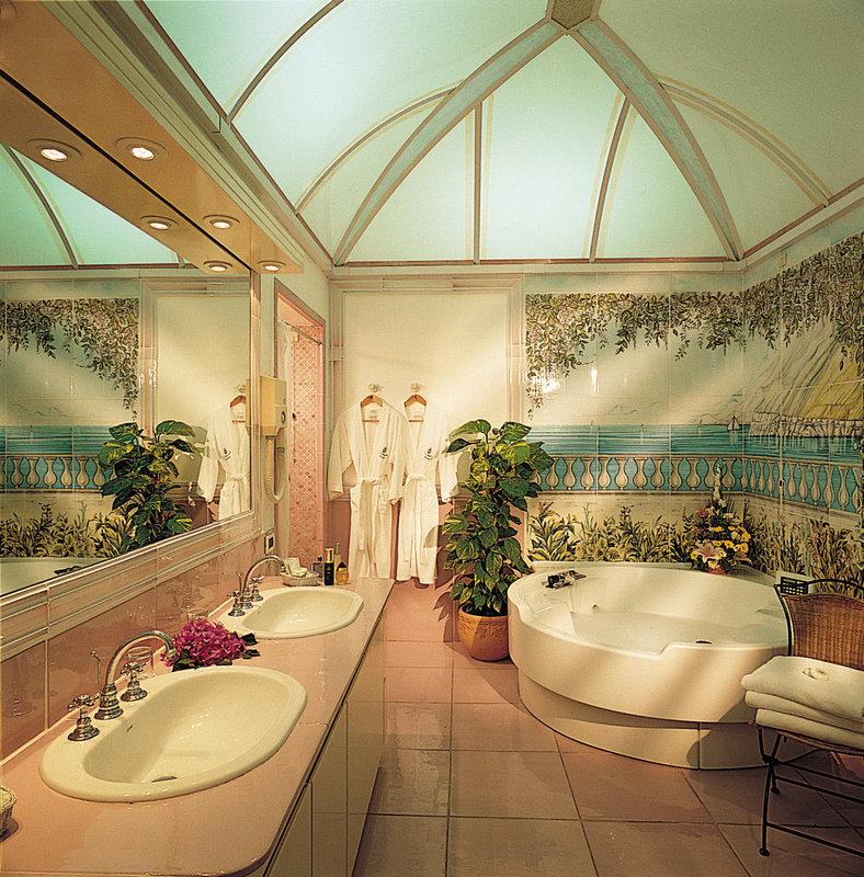 Santa Caterina Hotel-Open Space Suite bathroom<br/>Image from Leonardo