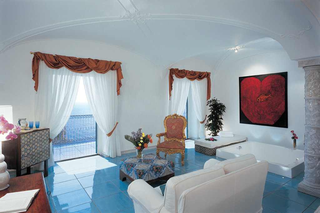 Santa Caterina Hotel-Open Space Deluxe Suite<br/>Image from Leonardo