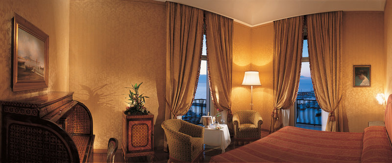 Grand Hotel Vesuvio Naples-Deluxe Top Class Suite<br/>Image from Leonardo