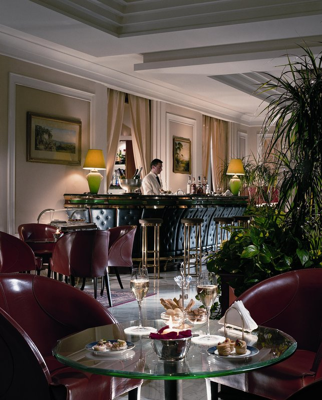 Grand Hotel Vesuvio Naples-Bar/Lounge<br/>Image from Leonardo