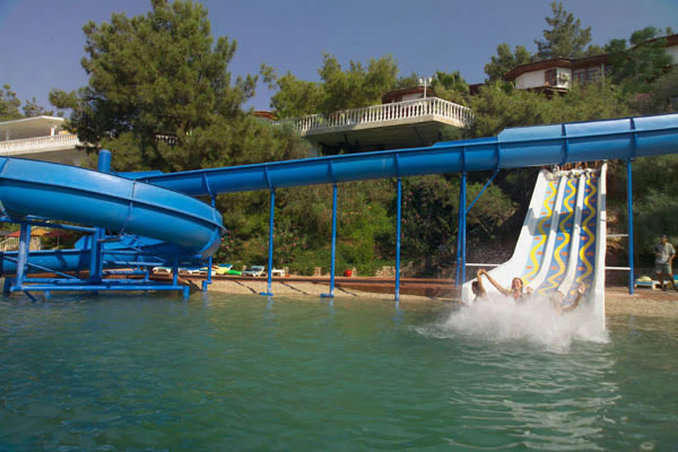 Club & Hotel Letoonia-Water slides<br/>Image from Leonardo