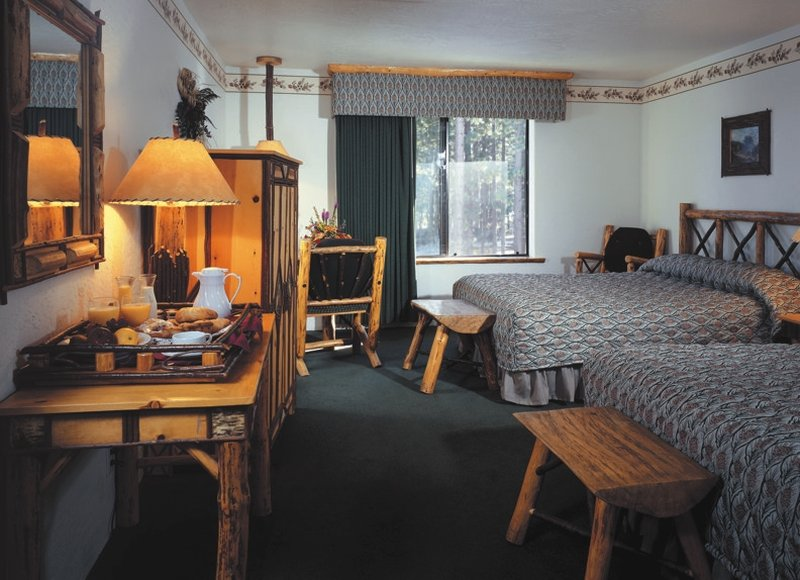 Holiday Inn Resort The Lodge at Big Bear Lake-Double Queen Room<br/>Image from Leonardo