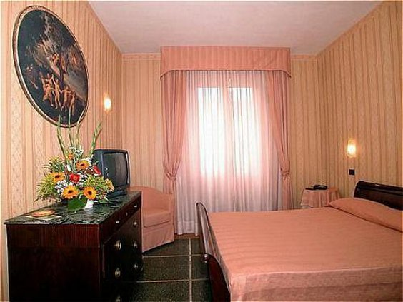 La Pace-Guest Room<br/>Image from Leonardo