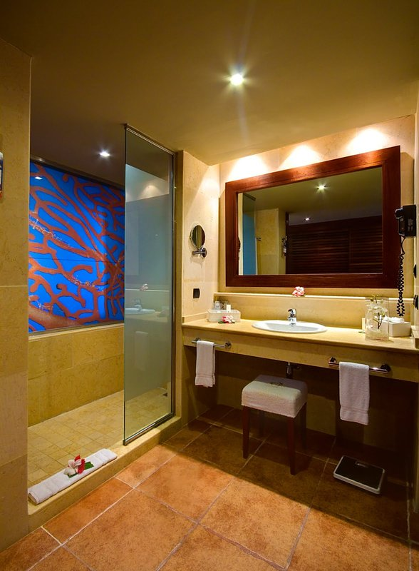 Be Live Collection Punta Cana   - Adults Only - Junior Suite bathroom <br/>Image from Leonardo
