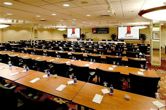Crowne Plaza Syracuse-Meeting Room<br/>Image from Leonardo