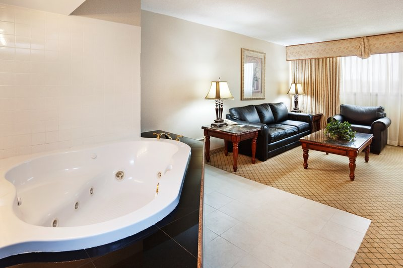 Holiday Inn Johnson City-1 KING BED HONEMOON SUITE WITH JACUZZI<br/>Image from Leonardo