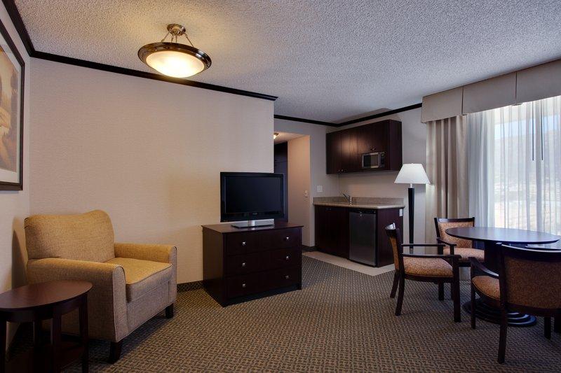 Holiday Inn Burbank - Media Center-Living room, dining area of suite Burbank Hotel<br/>Image from Leonardo