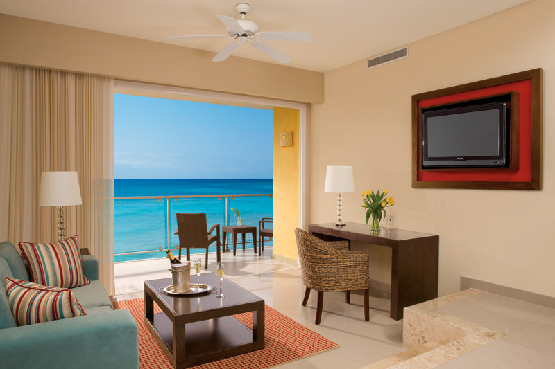 Now Jade Riviera Cancun - Junior Suite living area <br/>Image from Leonardo