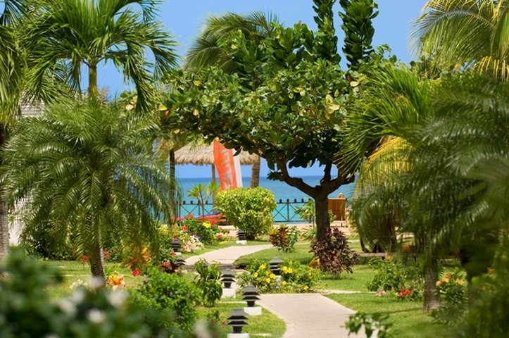 Coyaba Beach Beach Resort-Tropical Gardens 5.5-acres<br/>Image from Leonardo