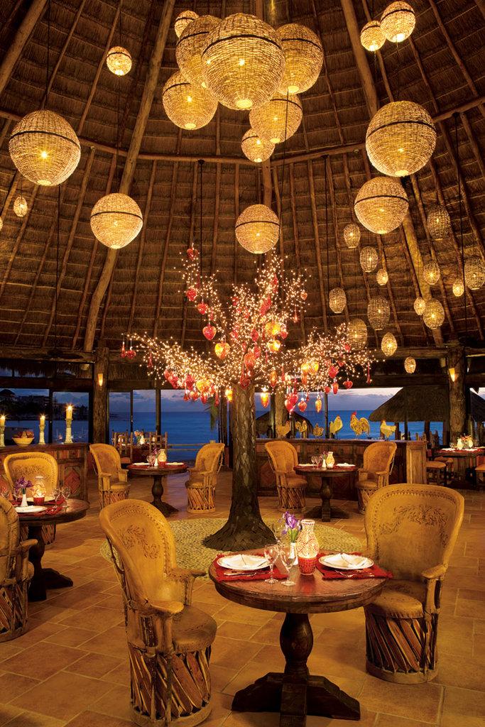 Dreams Puerto Aventuras - Restaurant <br/>Image from Leonardo