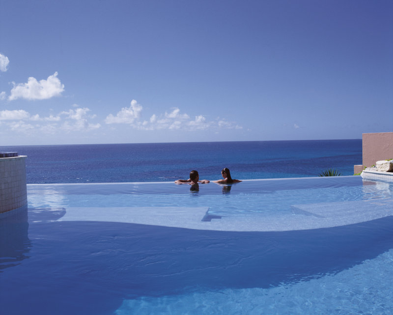 The Reefs-Freshwater infinity pool overlooking the beach<br/>Image from Leonardo
