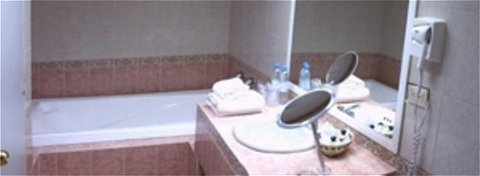 Hampton Inn by Hilton Zacatecas-Guest room<br/>Image from Leonardo