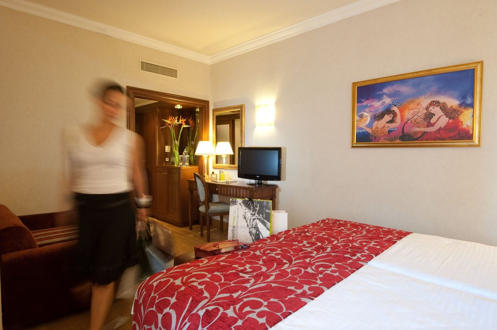 Electra Hotel - Classic Triple Room <br/>Image from Leonardo