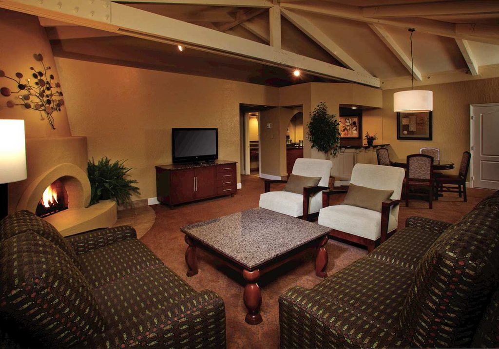 Pointe Hilton Tapatio Cliffs - Signature Suite <br/>Image from Leonardo