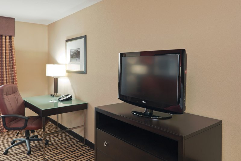 Holiday Inn Hotel & Suites Lima-King Bed Guest Room Non Smoking<br/>Image from Leonardo