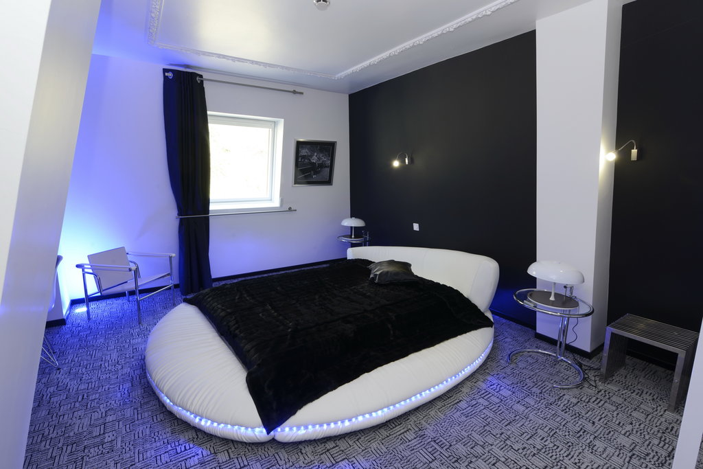 Art Hotel Tours-Guest Room<br/>Image from Leonardo