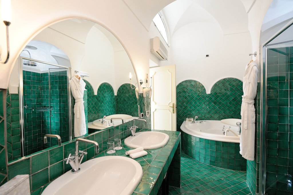 Santa Caterina Hotel-Junior Suite Bagno<br/>Image from Leonardo