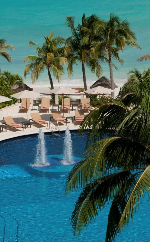 Grand Fiesta Americana Coral Beach Cancun - Outdoor pool <br/>Image from Leonardo