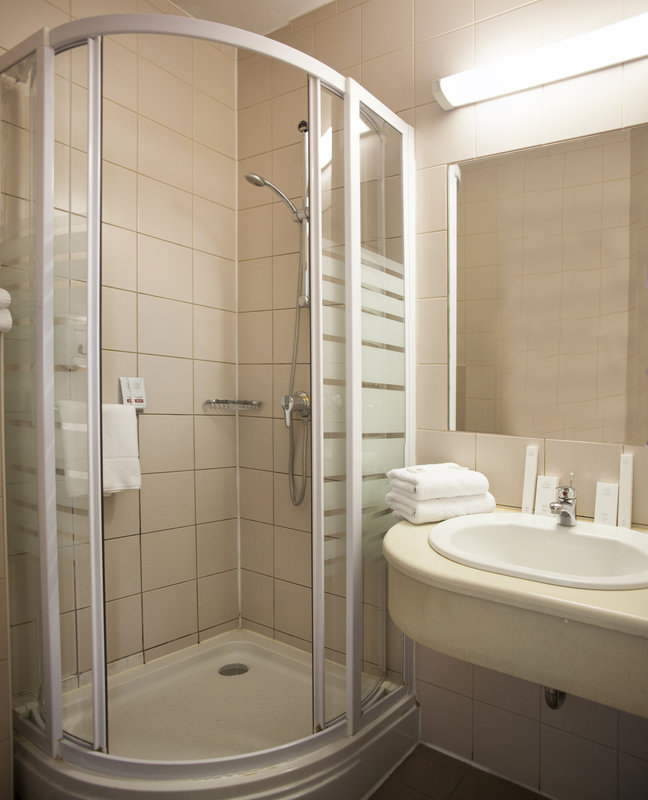 City Hotel Pilvax-Bathroom<br/>Image from Leonardo