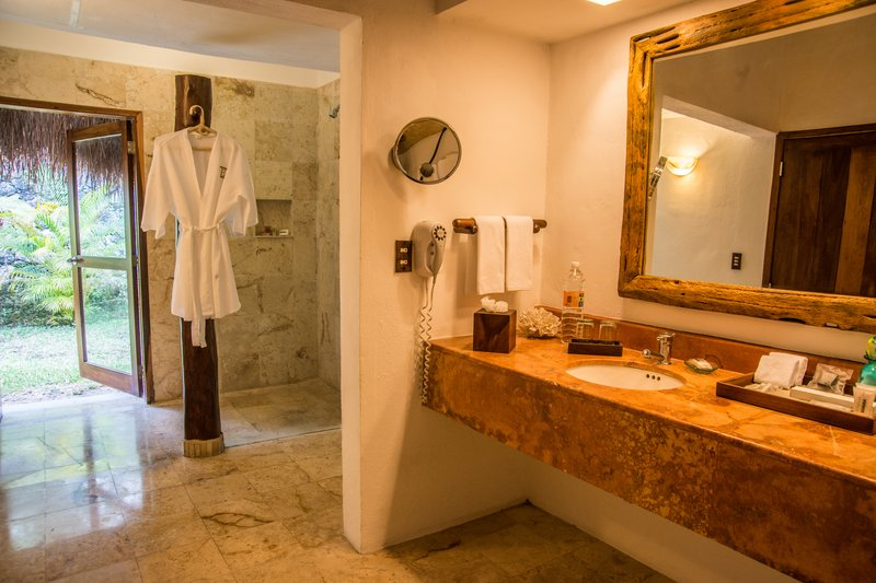 Explorean Kohunlich-Cabaña Bathroom<br/>Image from Leonardo