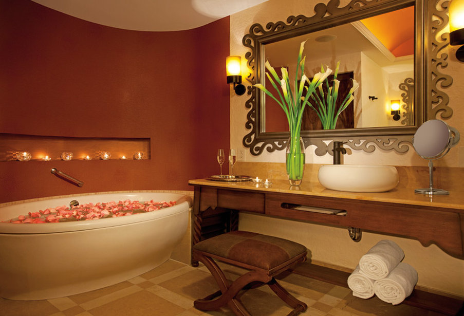 Secrets Puerto Los Cabos - Bathroom <br/>Image from Leonardo
