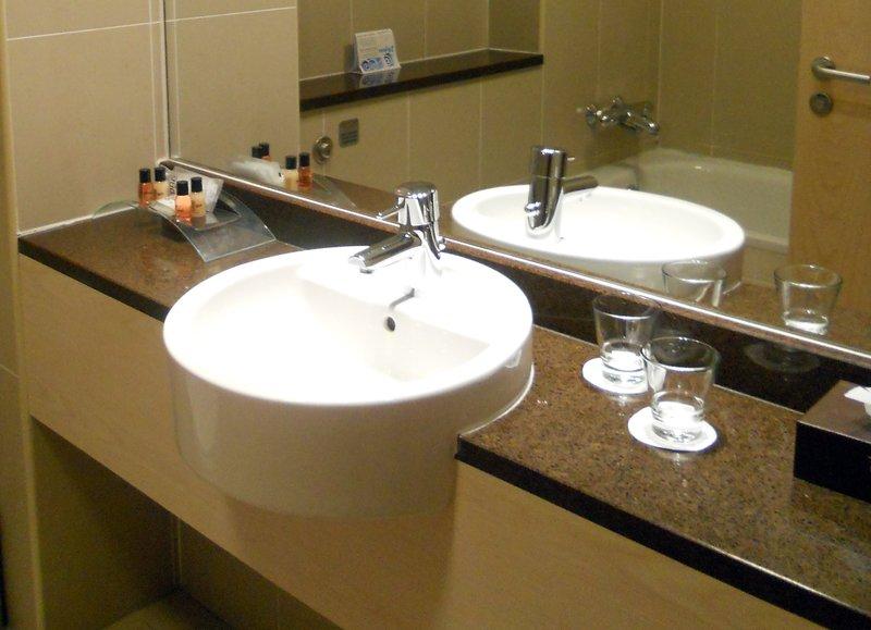 George Hotel-Bathroom<br/>Image from Leonardo