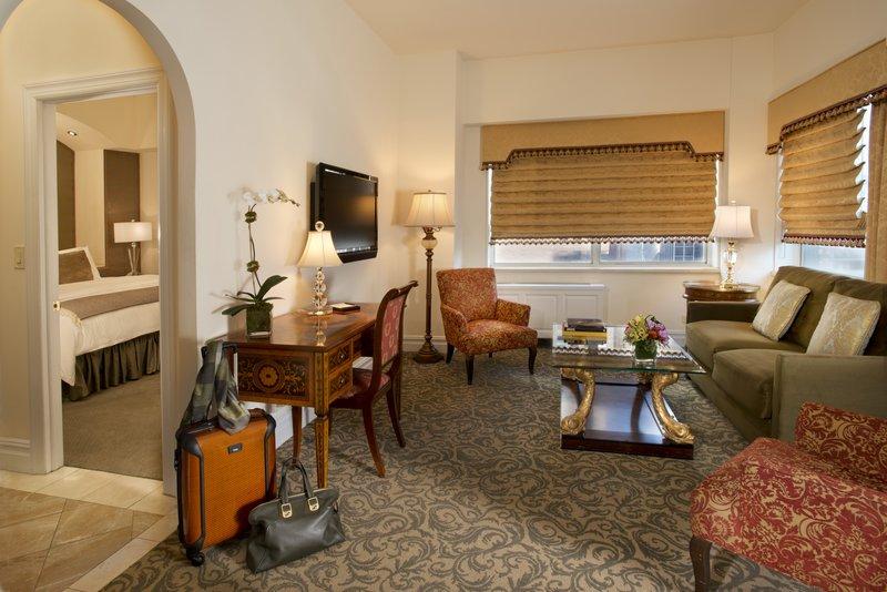 Kimberly Midtown Apartments-Luxury Suite 30A livingroom<br/>Image from Leonardo