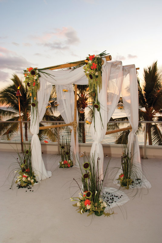 Outrigger Reef Waikiki Beach Resort - Outrigger Reef Waikiki Beach Resort - banquet wedding 14 <br/>Image from Leonardo