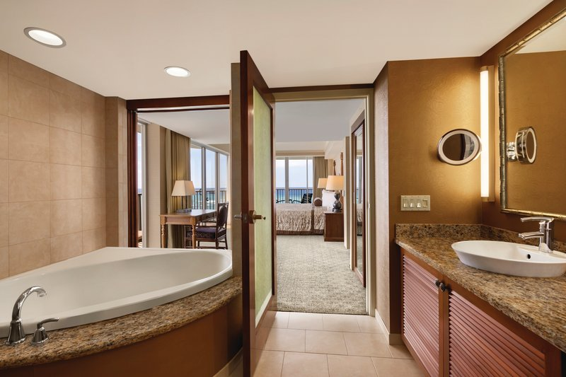 Outrigger Reef Waikiki Beach Resort - Outrigger Reef Waikiki Beach Resort - interior - oceanfront 1 bedroom <br/>Image from Leonardo