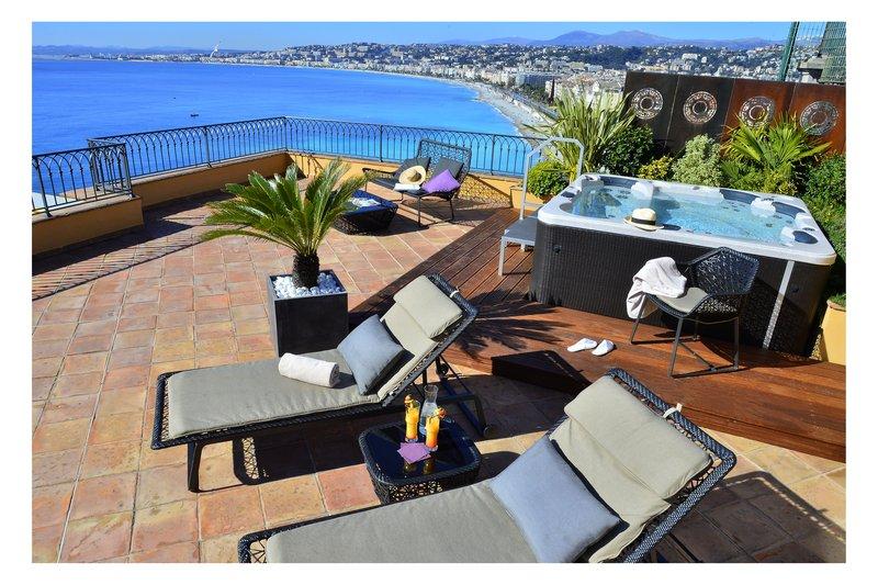 La Perouse Hotel-Suite's Jacuzzi<br/>Image from Leonardo
