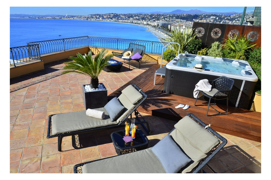 La Perouse Hotel-Suite's Jacuzzi<br/>Image from Leonardo